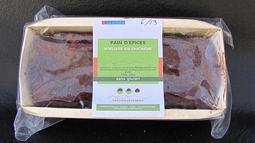 Pain d'épices moelleux à la châtaigne avec son emballage