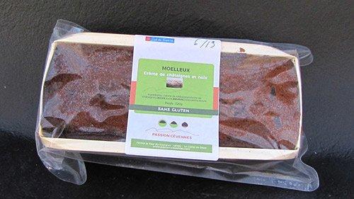 Moelleux à la châtaigne et aux noix avec son emballage